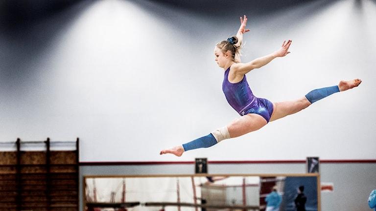 ESKILSTUNA 2016-03-02 Gymnasten Jonna Adlerteg träna