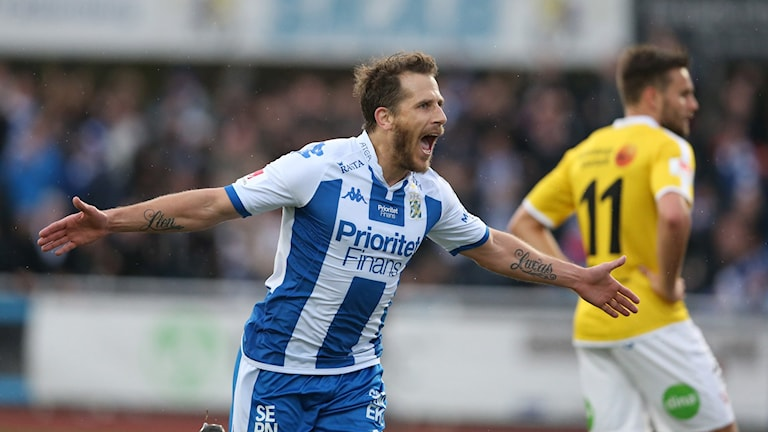 Tobias Hysén jublar efter 2-0-målet.
