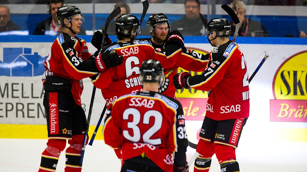 Lucas Wallmark och lagkamrater jublar efter 4-2-målet mot Frölunda