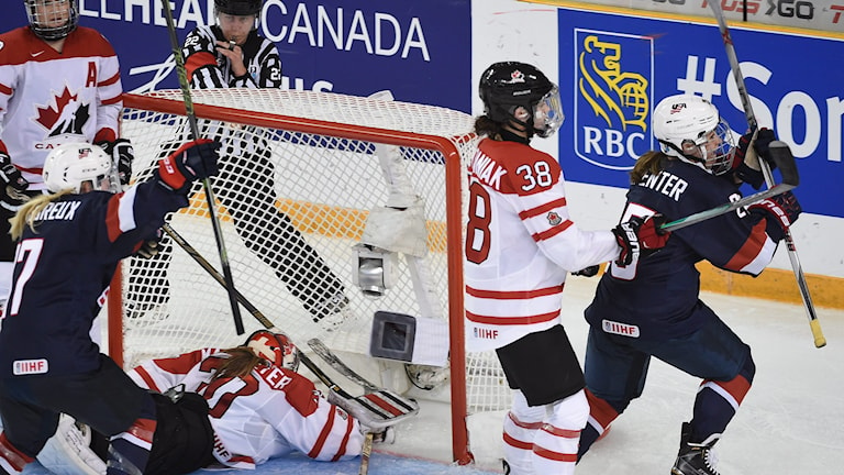 USA:s Alex Carpenter avgör VM-finalen mot Kanada.