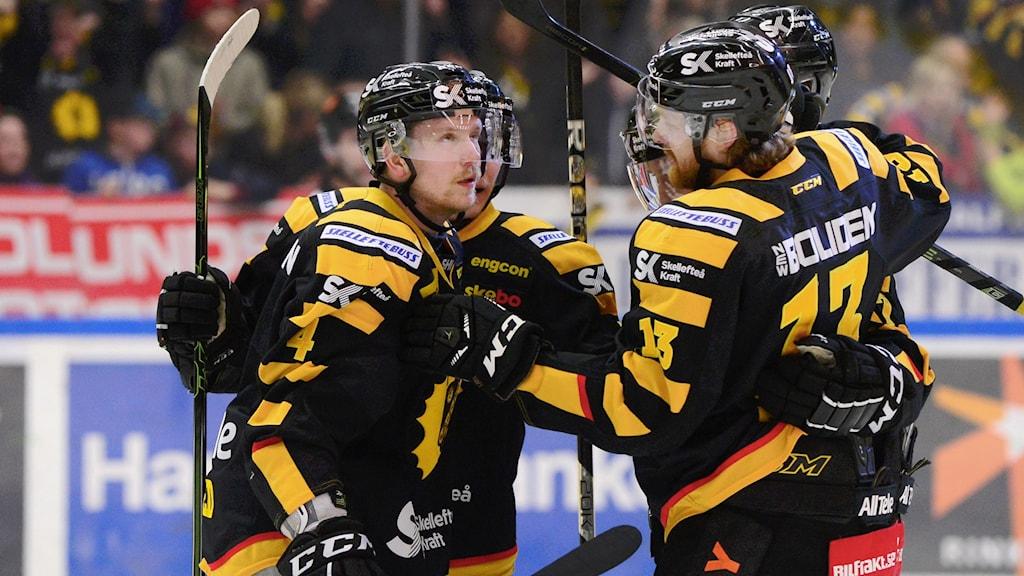 Skellefteå jublar efter 1-0-målet mot Växjö i semifinal tre