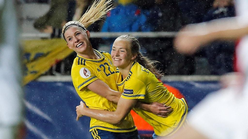 Olivia Schough och Magdalena Ericsson i EM-kvalet i höstas.