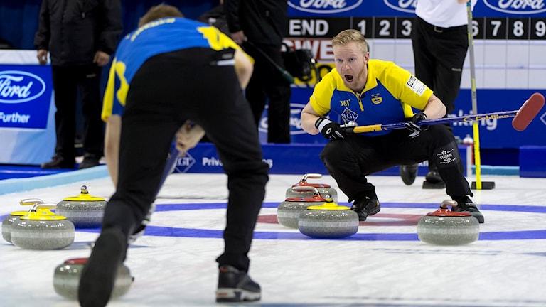 Niklas Edin under VM i Basel, Schweiz.