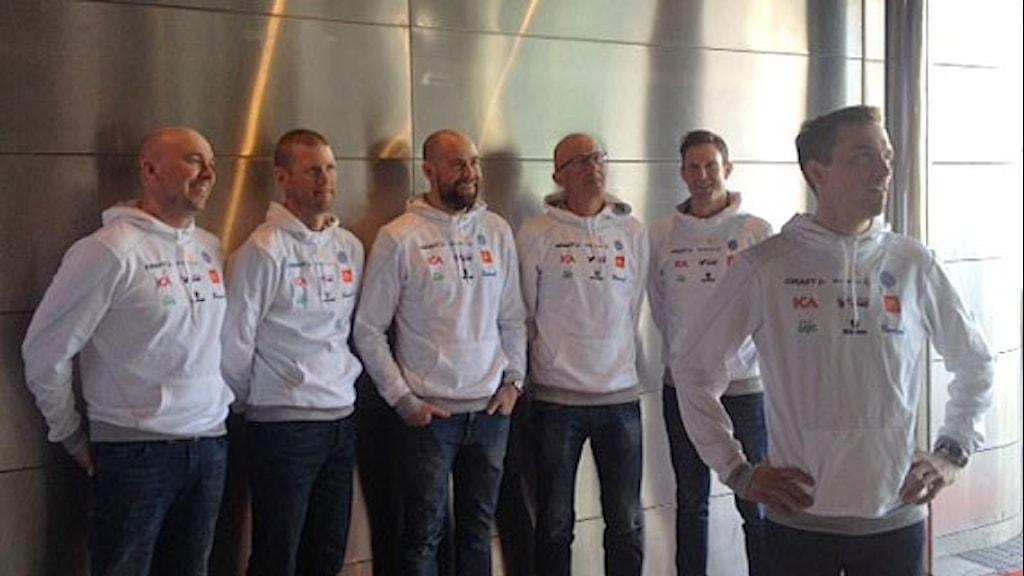 Lars Selin, Ola Ravald, Richard Grip förbundskapten, Ole Morten Iversen, Johan Granath bakom Johan Olsson. Foto: Dag Malmqvist/Sveriges Radio