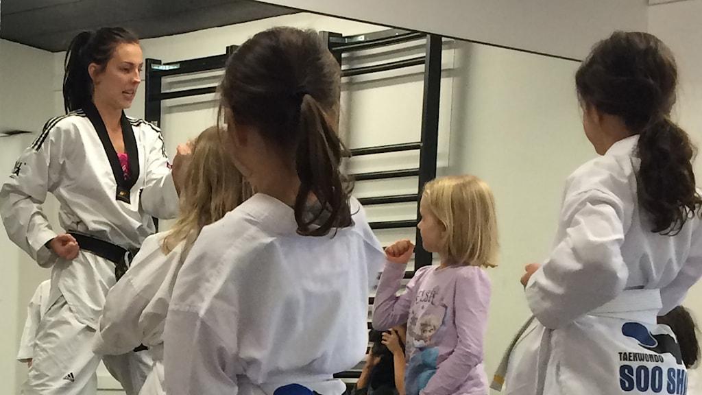 Taekwondostjärnan Elin Johansson är tränare hemma i Skellefteå.