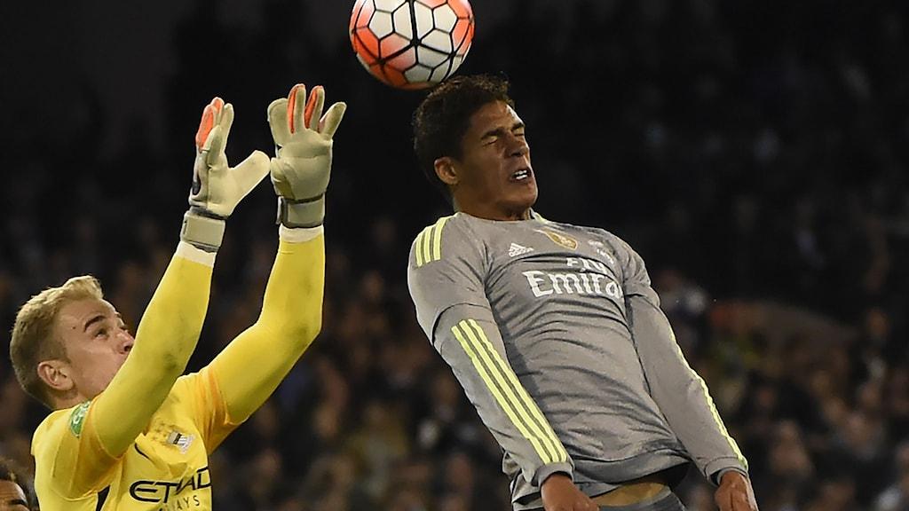 Arkivbild: Manchester Citys Joe Hart (t.v.) och Real Madrids Raphael Varane.