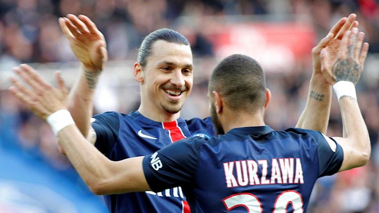 Zlatan Ibrahimovic firar med Layvin Kurzawa.