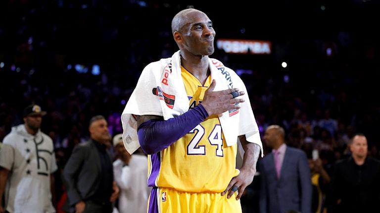 20160413 Kobe Bryant tackar efter hans sista NBA-match. Foto: Jae C.Hong/AP photo