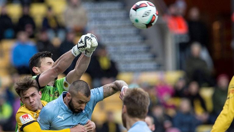 Närkamp i matchen mellan Elfsborg och Malmö FF.