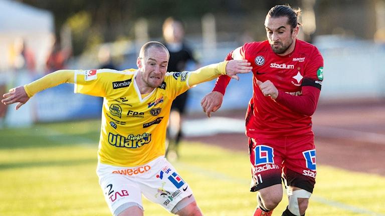Falkenbergs Christoffer Carlsson och Norrköpings Christopher Telo.