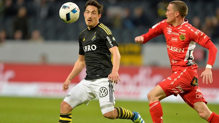 AIK:s Stefan Ishizaki och Elfsborgs Lars Nilsson.