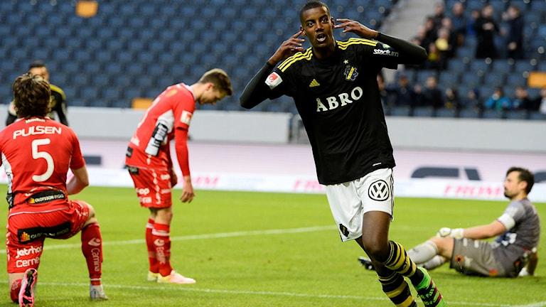 Alexander Isak firar 1-0-målet för AIK.