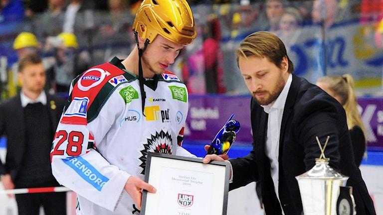 Johan Sundström tilldelas Stefan Liv memorial.