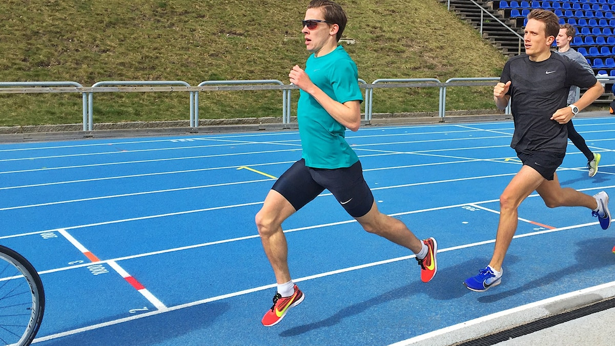 Andreas Almgren (grön tröja).