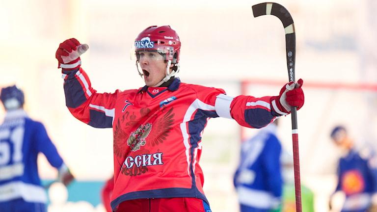 Rysslands Sergej Lomanov under finalen mellan Ryssland och Finland vid bandy-VM.