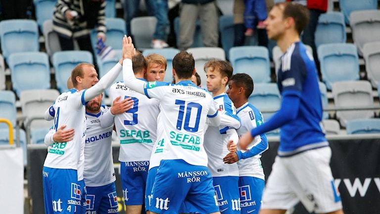 Norrköpingsjubel sedan Sebastian Andersson slagit in 2-0 målet.