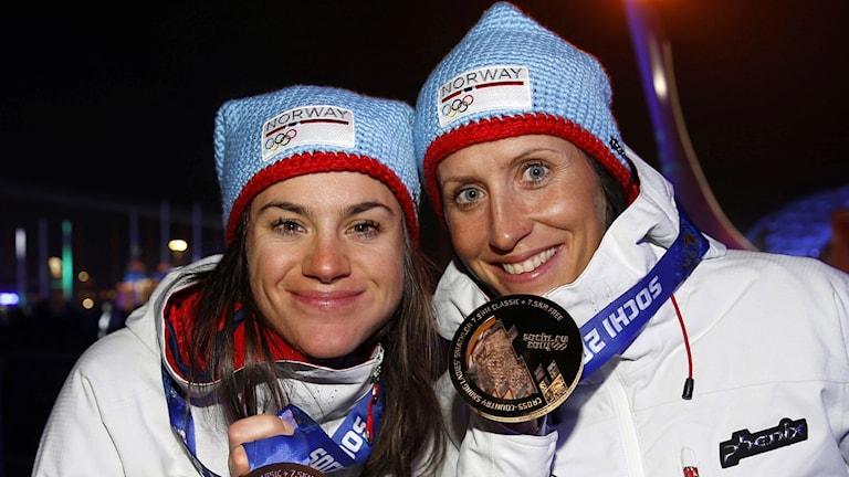 Norska medaljhoppen Heidi Weng och Marit Björgen.