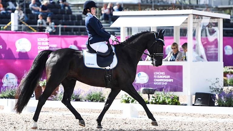 elicia Grimmenhag på hästen Tarot E under sin ritt i paradressyren under ridsport EM i Göteborg.