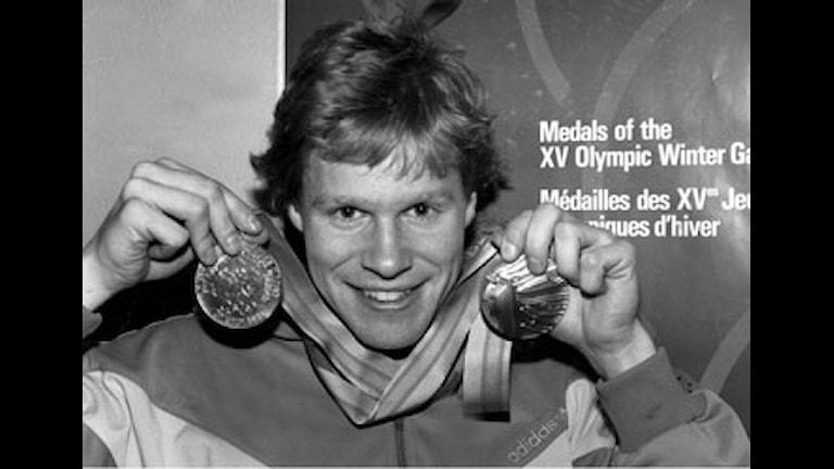 Tomas Gustafson med guldmedaljerna från Calgary-OS 1988. Foto:  Jan Collsiöö