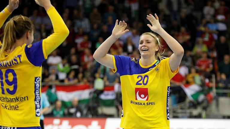 Sveriges Isabelle Gulldén och till vänster Anna Lagerquist