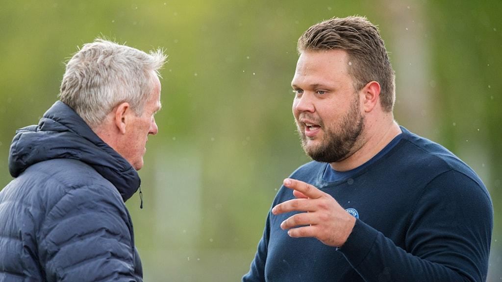Daniel Ståhl med tränaren Vésteinn Hafsteinsson.