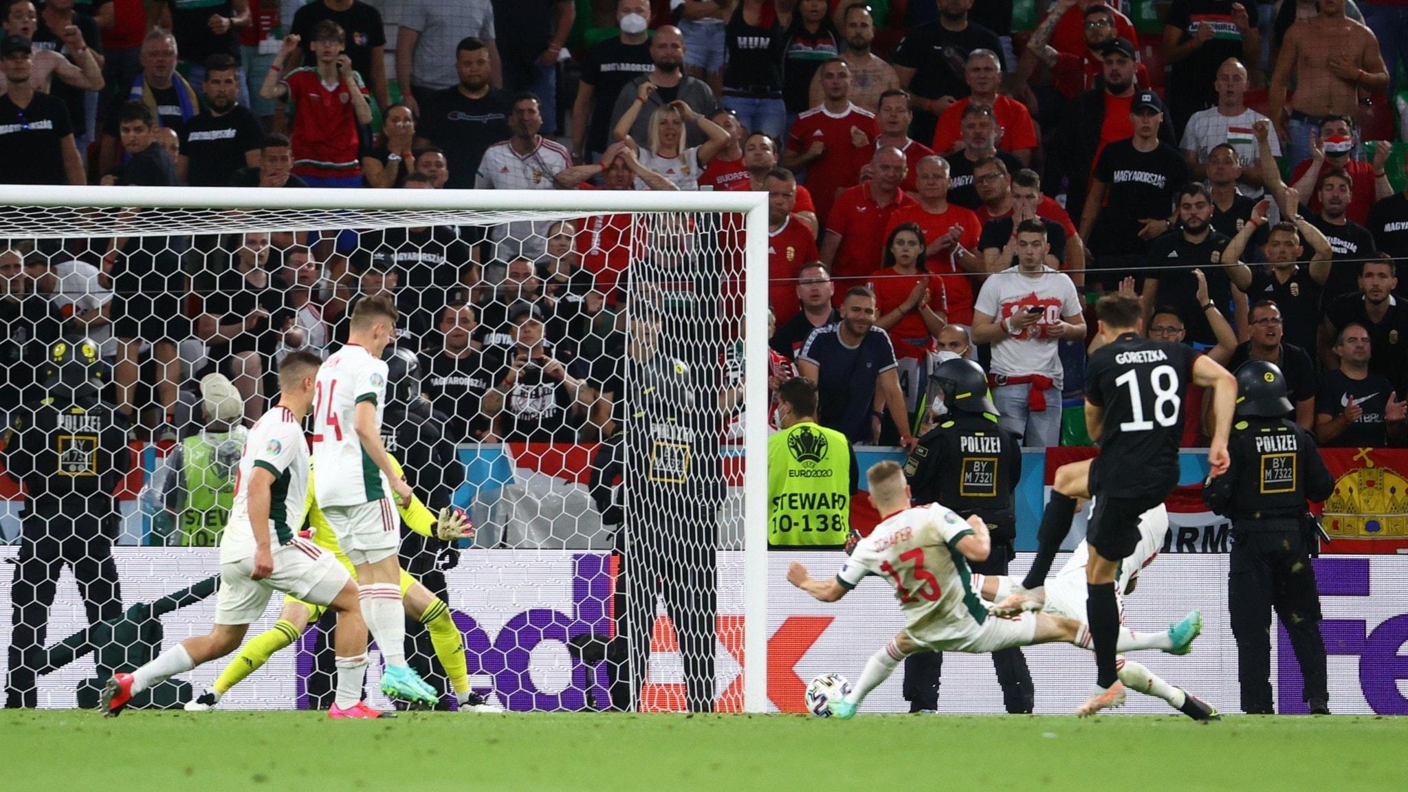 Uefa utreder uppgifter om homofobiska EM-ramsor