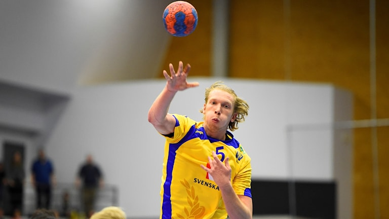 21-årige Simon Jeppsson är uttagen som vänsternia.