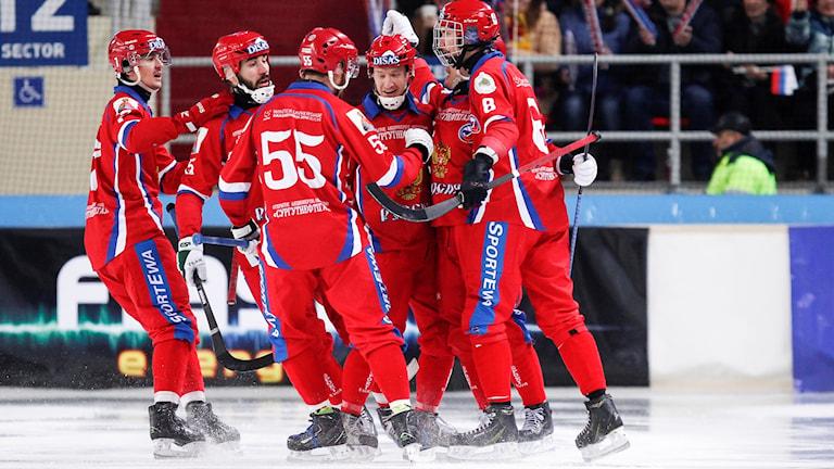 Bandy-VM 2018: Ryssland jublar i finalen mot Sverige. Rikard Bäckman/Bandypuls.se/TT.
