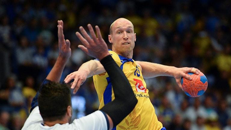 Johan Johansson under playoffmatchen till VM mot Bosnien.