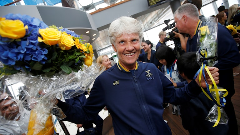 Svenska damhjältarna har landat på Arlanda.