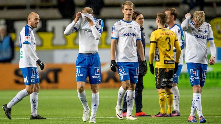 Norrköpingsspelare deppar efter förlusten mot Elfsborg.