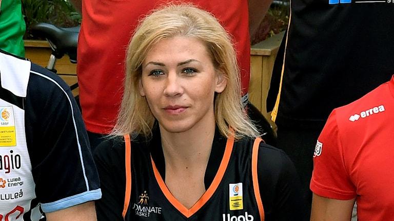 Tamara Ruzic får lämna sitt tränarjobb i Umeå.