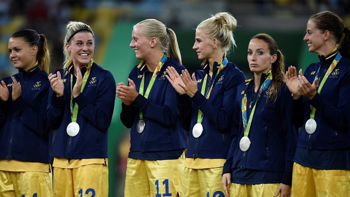 Det svenska landslaget med sina medaljer.
