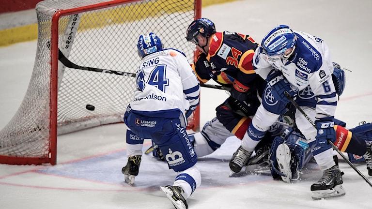 Daniel Brodin gör mål mot Leksand. Ett av många mål som granskats av situationsrummet.