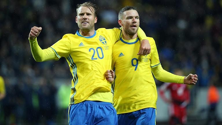 Sveriges Marcus Berg (9) höger jublar med Ola Toivonen (20) efter 2-0 under lördagens VM-kvalmatch Europa (grupp A) mellan Sverige och Luxemburg på Friends Arena i Solna.