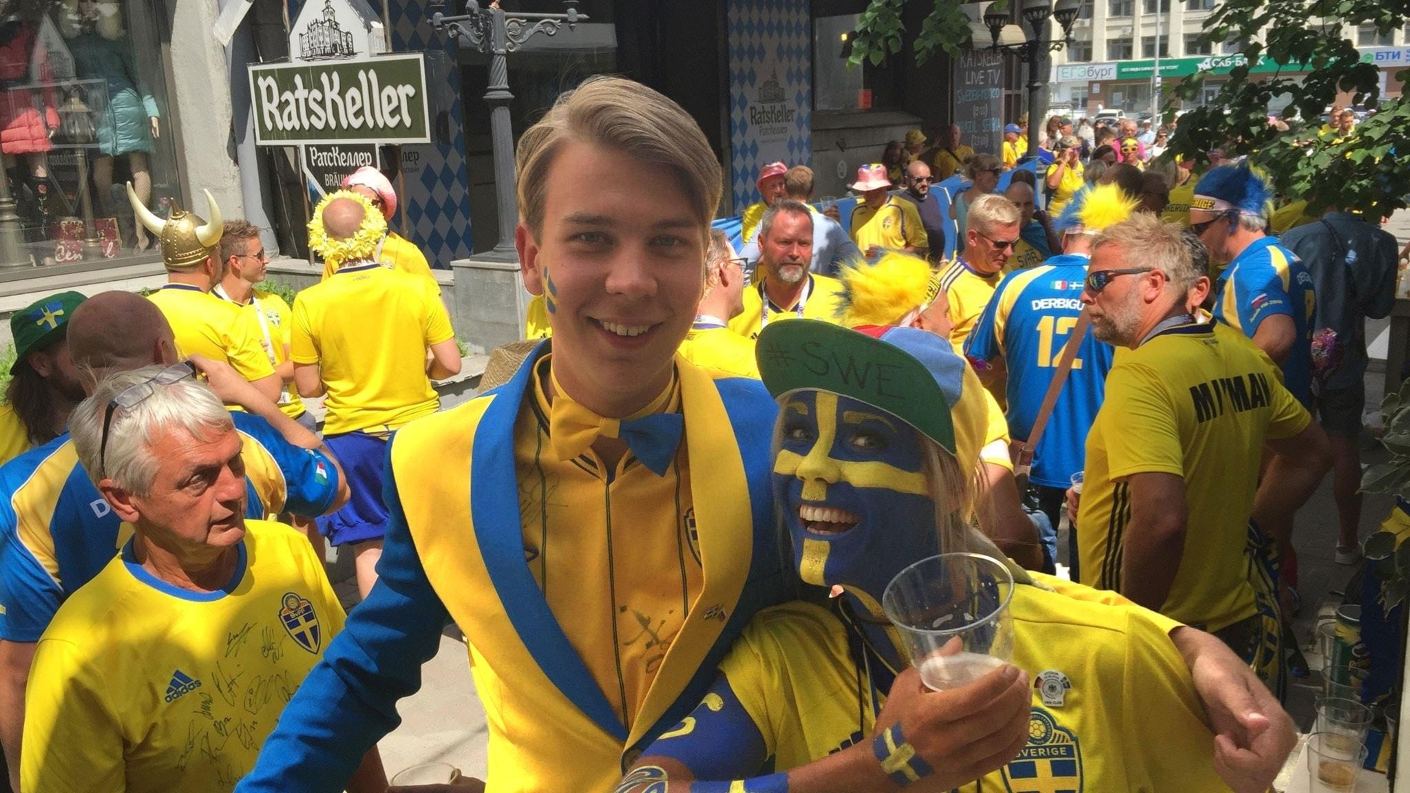 Sa laddar de svenska fansen