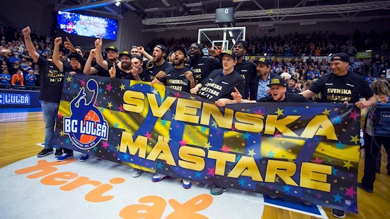 Nio spelare av tolv från guldlaget har stannat i Luleå.