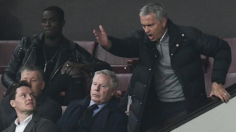 José Mourinho fick se den andra halvleken mot Burnley på läktaren. Det blir ytterligare en match där.