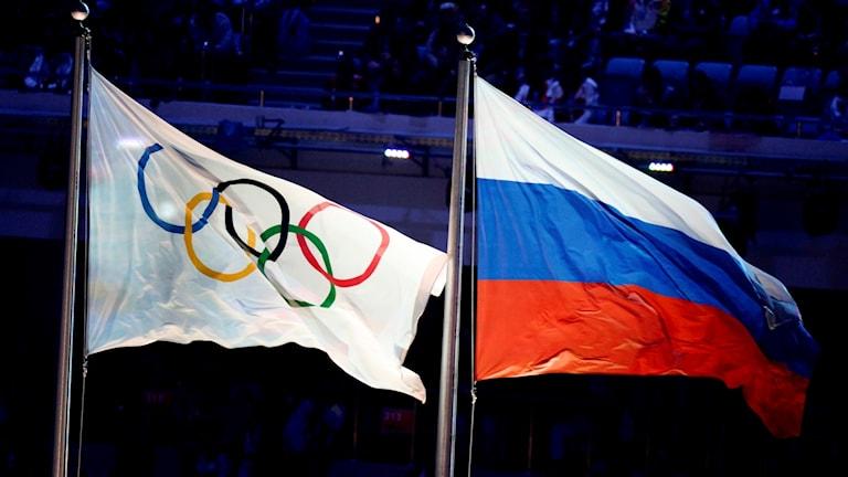Ryssland och OS-flaggan.