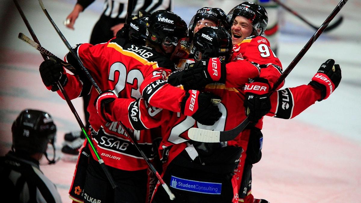 Luleåjubel efter 2-1 av Jesper Sellgren under torsdagens ishockeymatch i SM-slutspelet, semifinal 3 i bäst av 7, mellan Luleå HF och Frölunda HC i Coop Norrbotten Arena