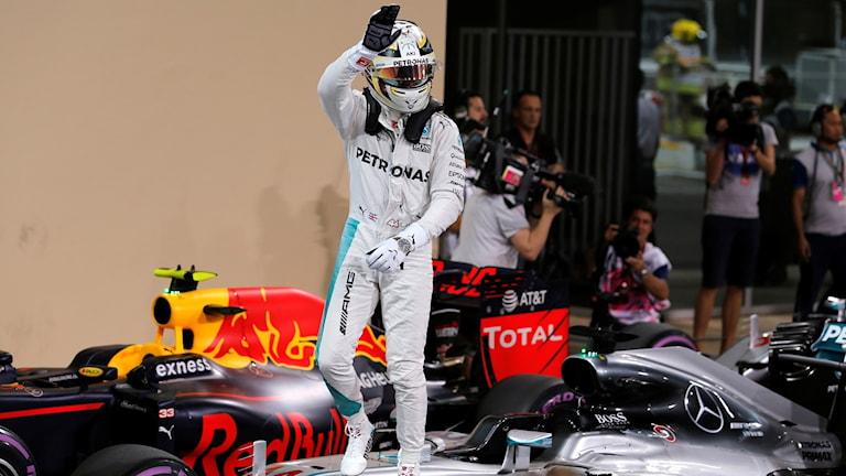 Lewis Hamilton efter att ha vunnit kvalet i Abu Dhabi.