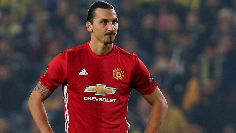 Manchester United's Zlatan Ibrahimovic (C) reacts during the UEFA Europa League football Fenerbahce SK vs Manchester United at the Fenerbahce Ulker Stadium on November 3, 2016 in Istanbul. / AFP PHOTO / STRINGER