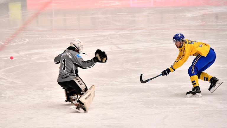 Christoffer Fagerström sätter 13-1 mot Kazakstan.