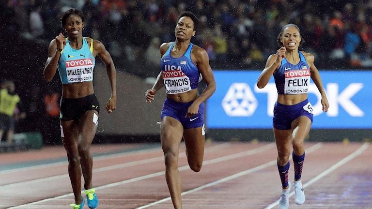Shaunae Miller-Uibo till vänster skadar sig och missar medalj.