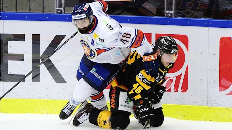 Växjös Daniel Rahimi och Skellefteås Oscar Möller.