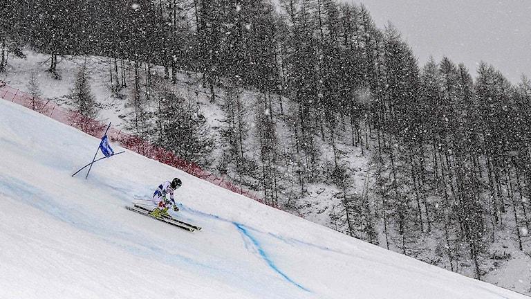 Snön störde redan under gårdagens storslalom i Val-d'Isère.