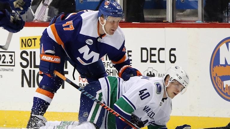Elias Petterssons Vancouver föll i natt mot Leo Komarovs New York Islanders.