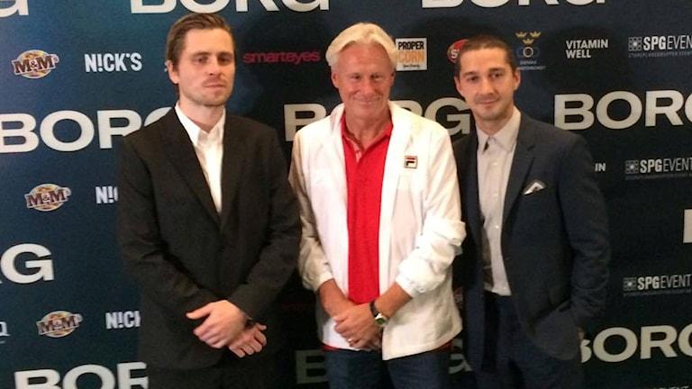 Till vänster Sverrir Gudnasson, som spelar Borg i filmen. I mitten Björn Borg själv. Till höger Shia Leboeuf (som spelar John McEnroe). Foto: Bengt Skött/SR