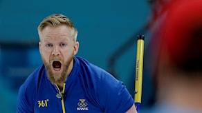 Fjärde raka segern för skippern Niklas Edin i curling-VM. Bilden är från OS där laget tog silver. Arkivbild.