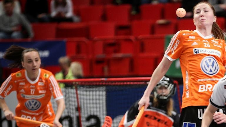Iksus Emelie Wibron (26) under damernas SM-final i innebandy mellan Iksu Innebandy och Kais Mora IF i Globen i Stockholm